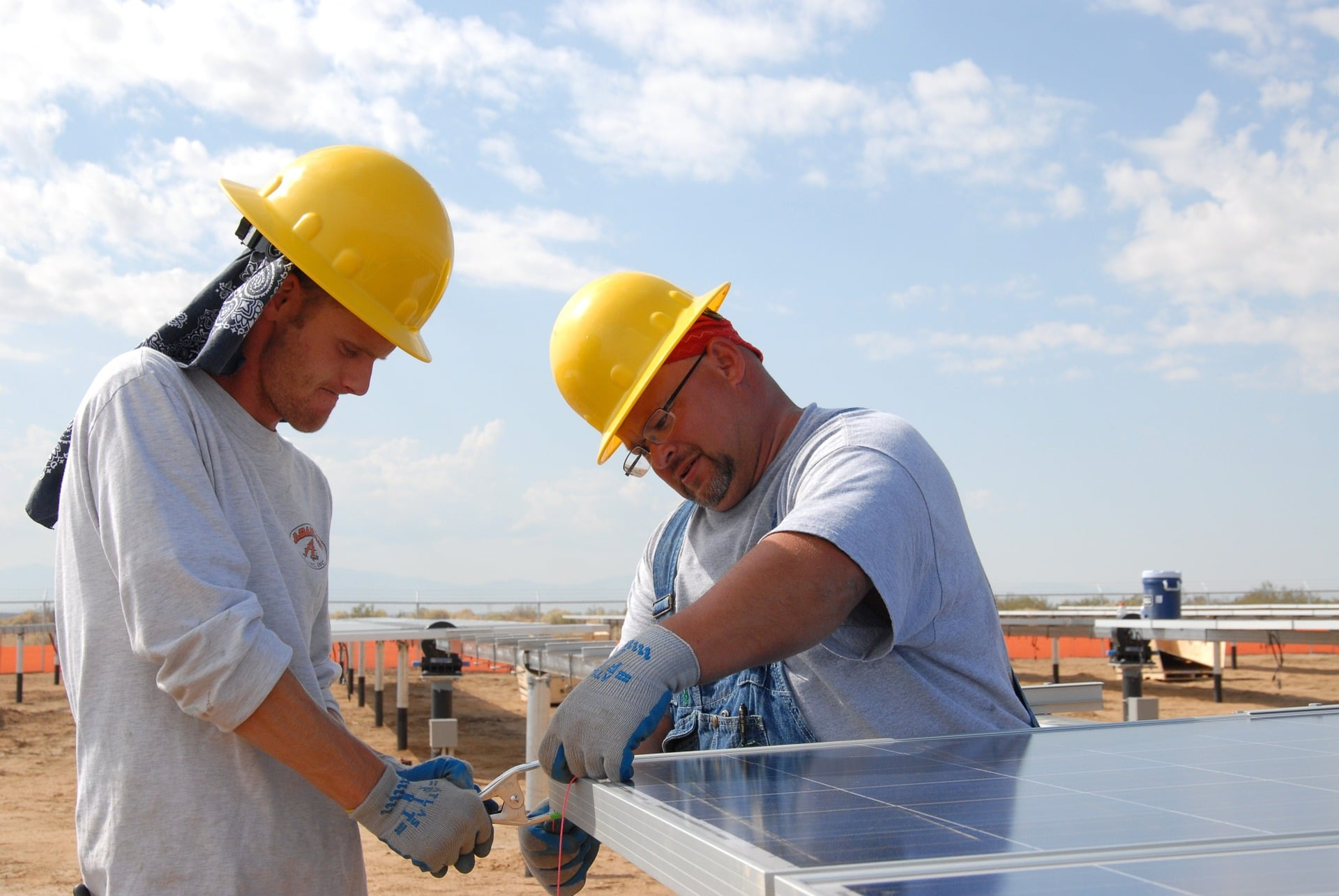 How much should a Solar Panel weigh?